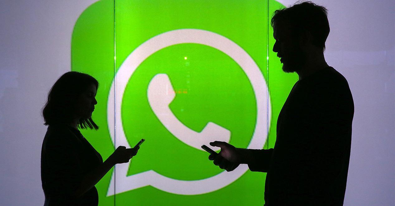 icono de WhatsApp de fondo