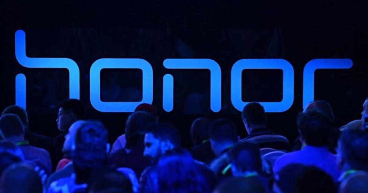 Logo de Honor en un evento de presentación
