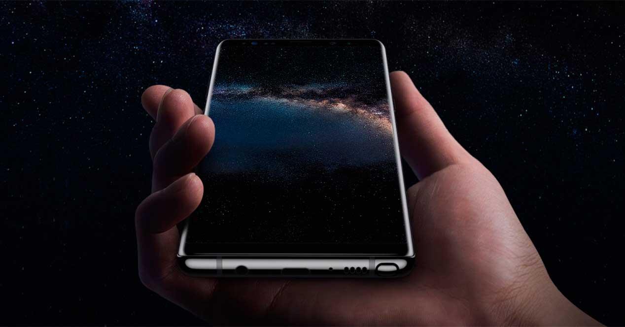 Samsung Galaxy Note 8 en la mano