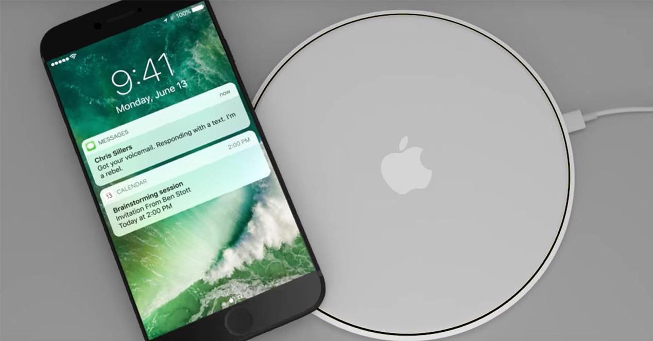 Carga inalámbrica de un iPhone