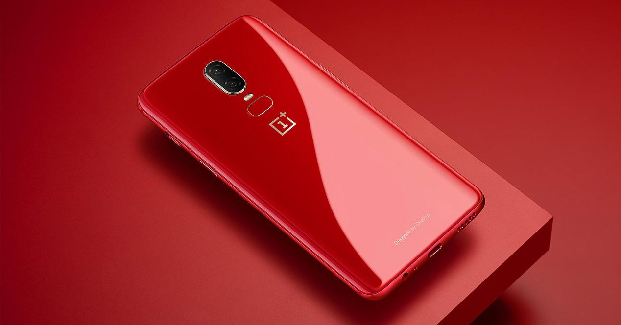 OnePlus 6 en color rojo