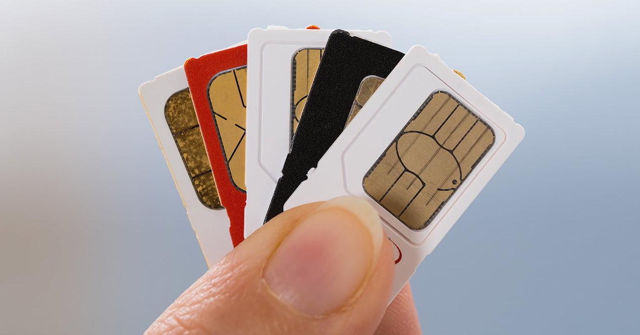 tarjetas sim en mano