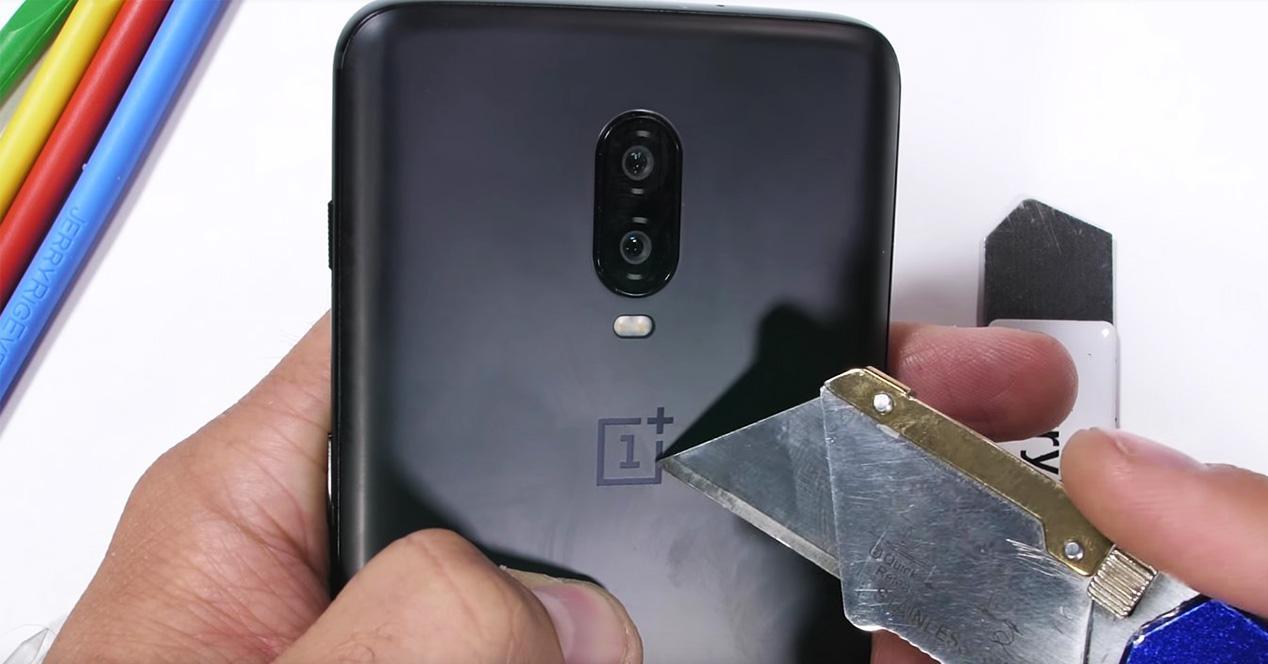 Test de resitencia del OnePlus 6T