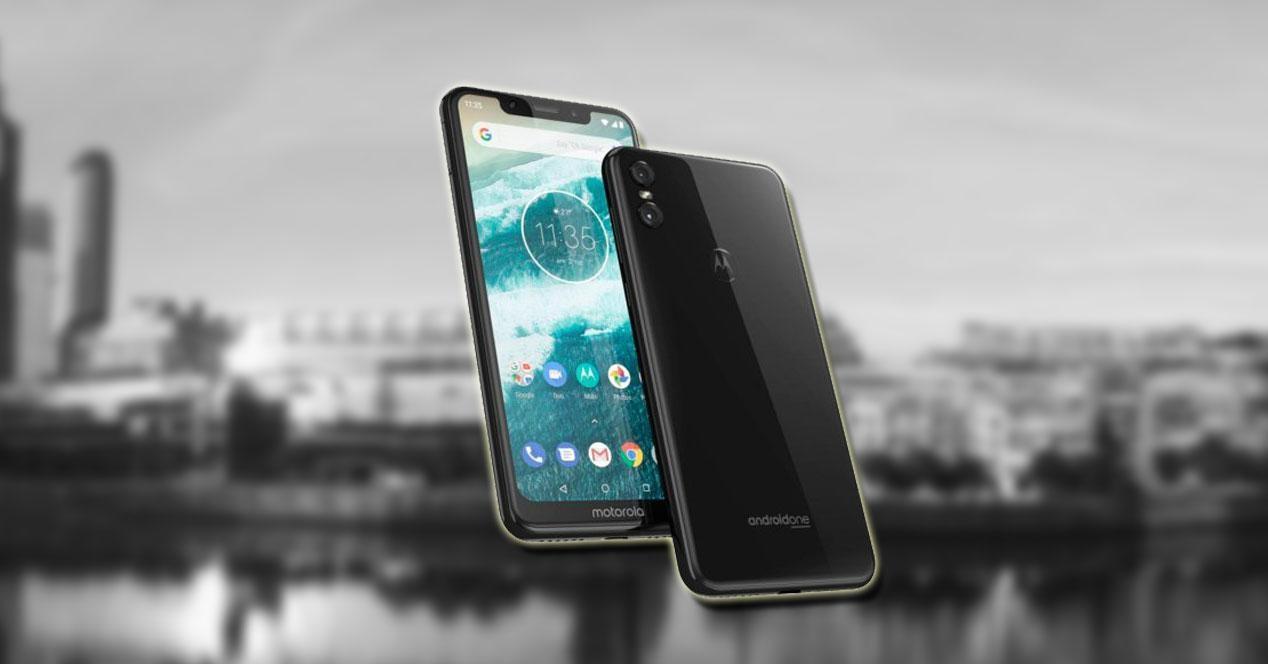 Motorola One fondo blanco y negro