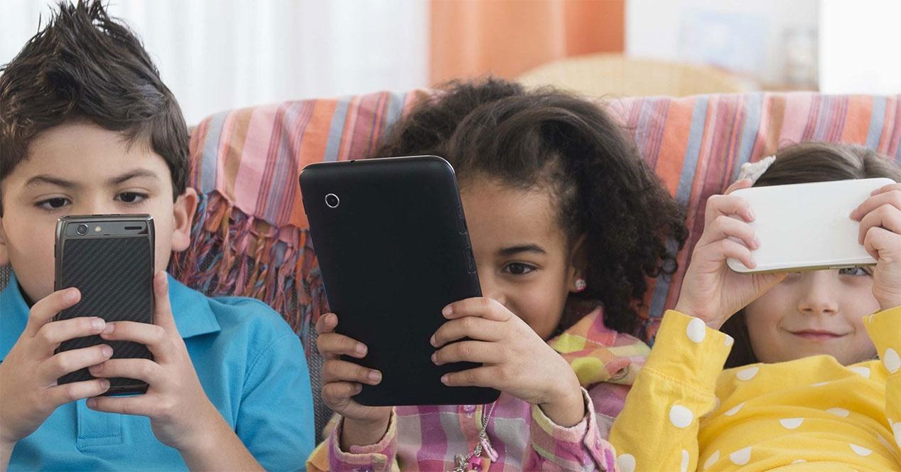 niños-usan-móviles
