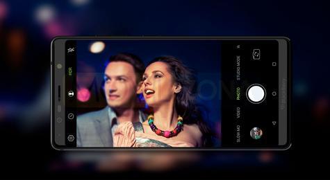 BlackBerry Evolve chica en pantalla