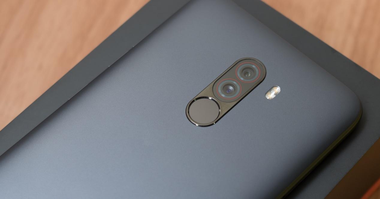 cámara del pocophone f1