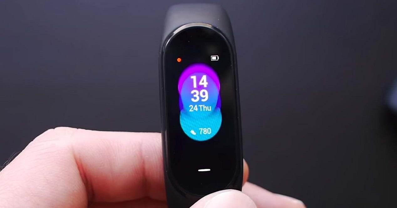 Xiaomi-Mi-Band-4-0-4