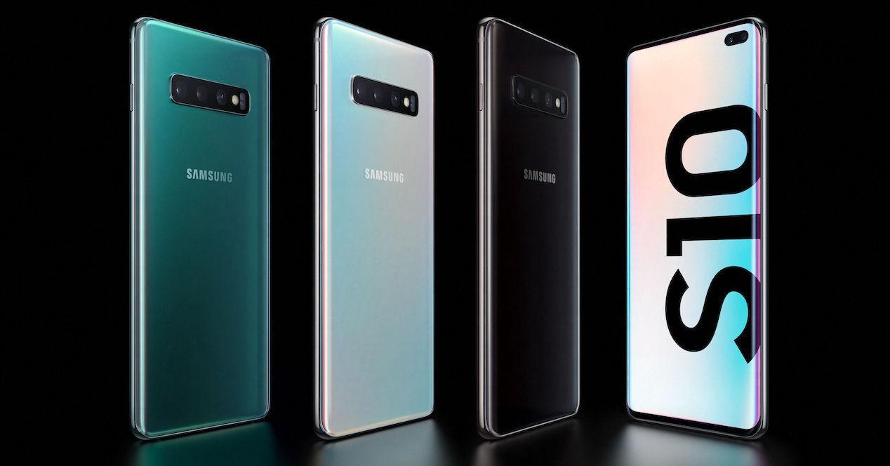 Samsung Galaxy S10 Plus fondo negro