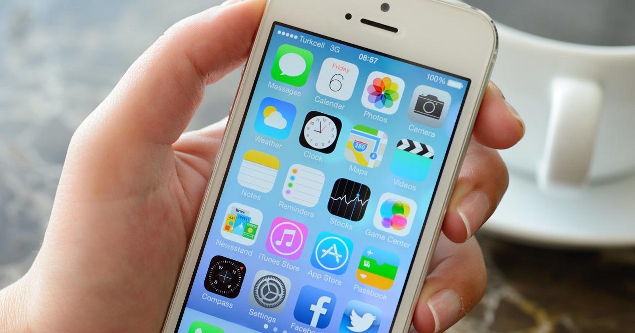 iPhone 5 en las manos