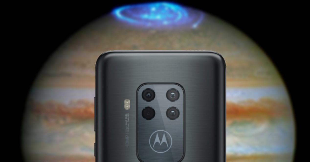 Motorola One Zoom con Jupiter de fondo
