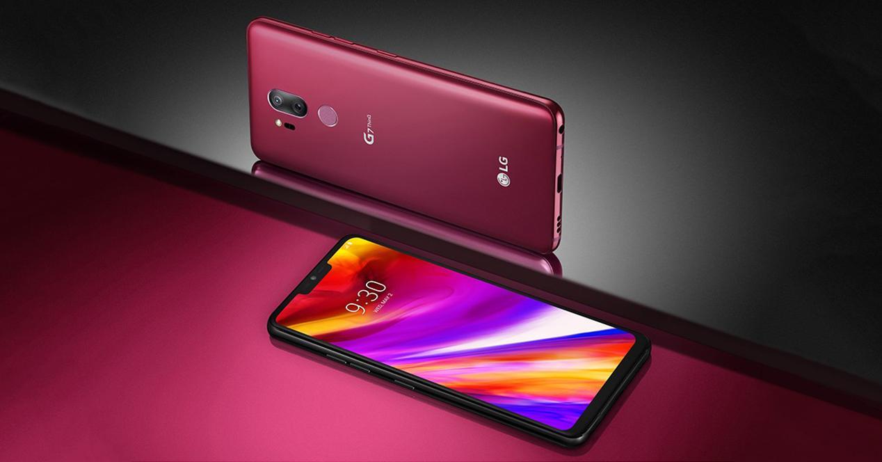 Frontal y trasera del LG G7 ThinQ en rojo