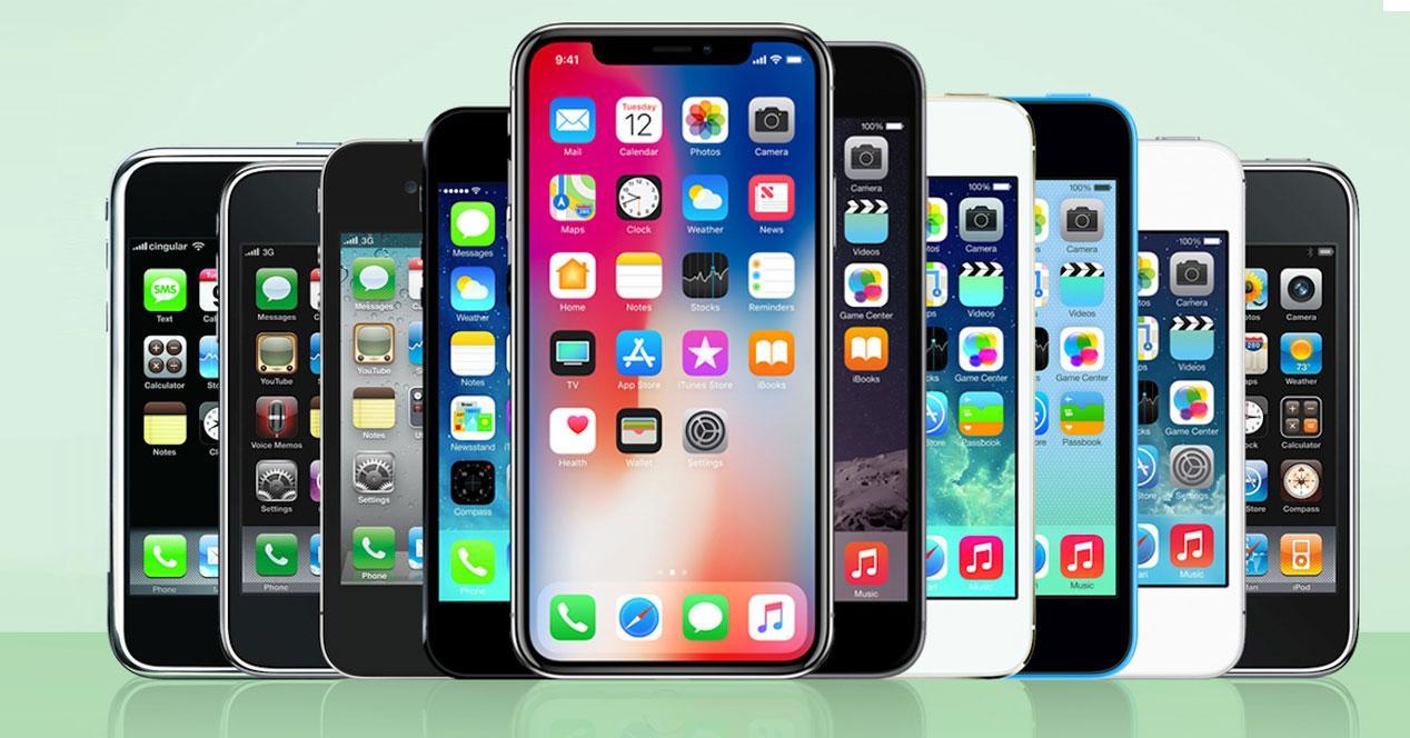 Distintos modelos de iPhone sobre fondo verde
