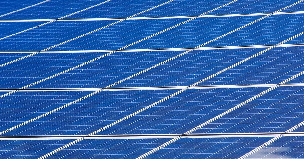móvil de Xiaomi con placa solar