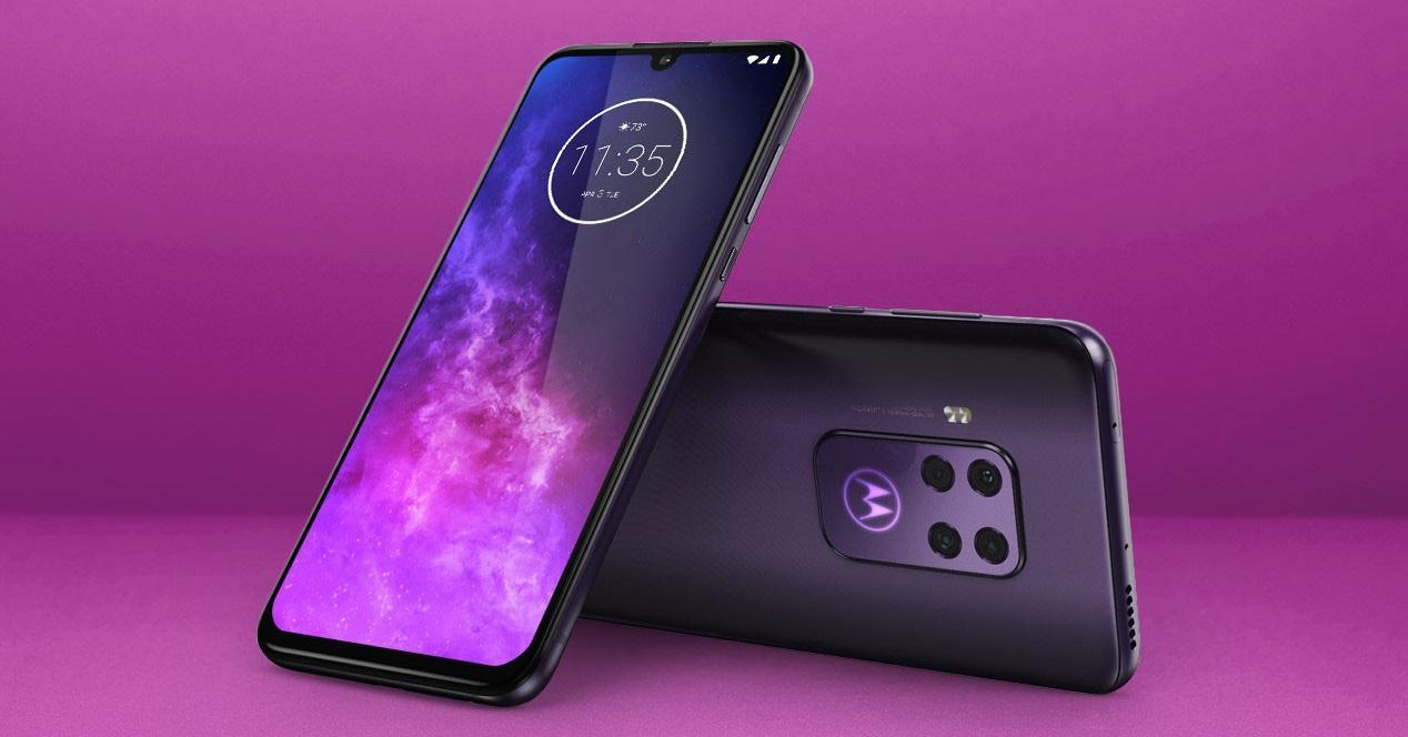Motorola One Zoom portada morada