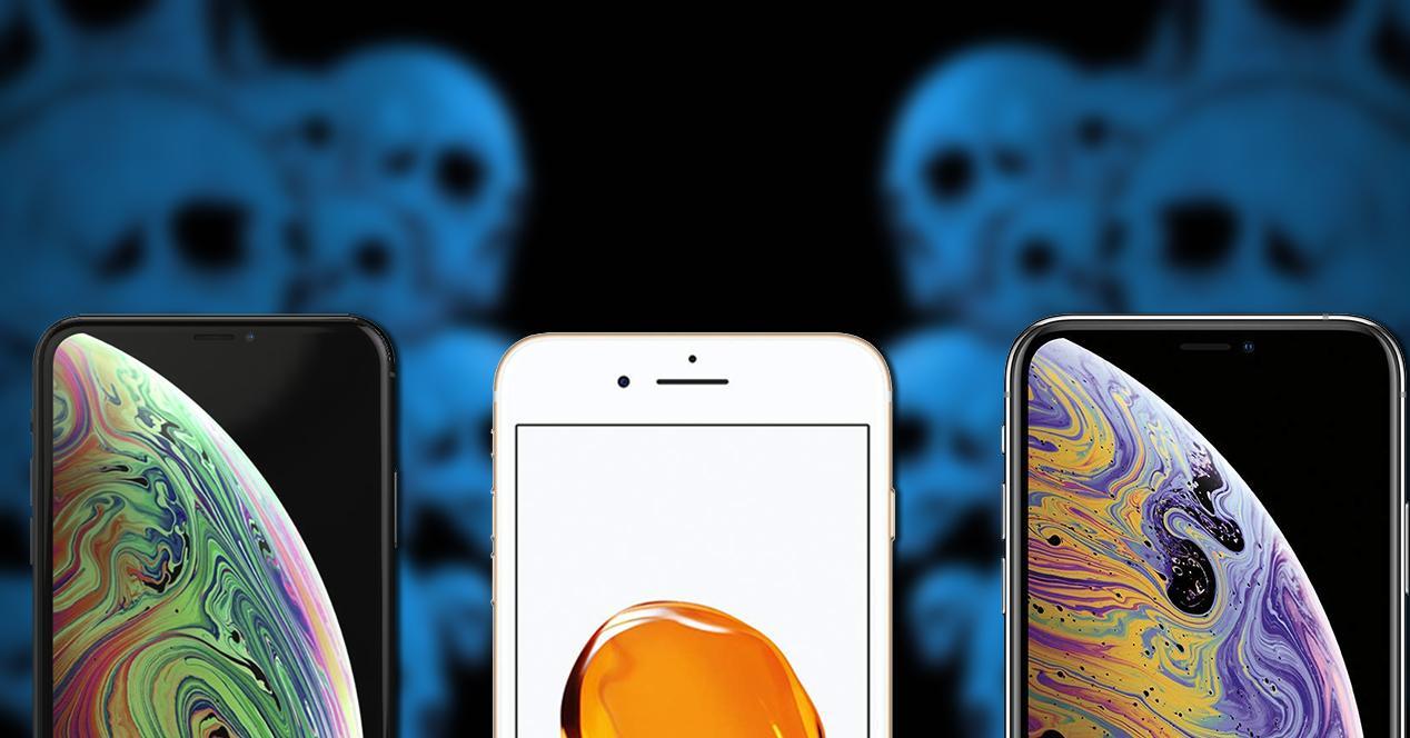 iphone xs, iphone xs max, iphone 7 sobre fondo con caravelas