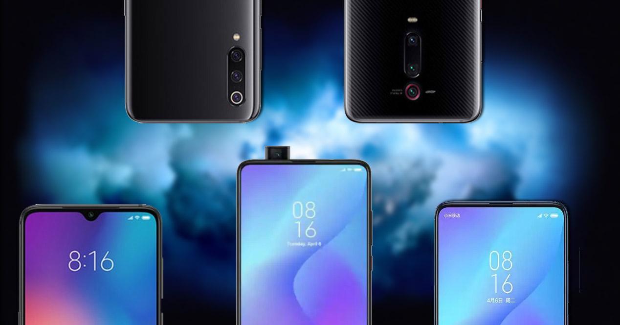 Distintos móviles de Xiaomi en su parte frontal y trasera