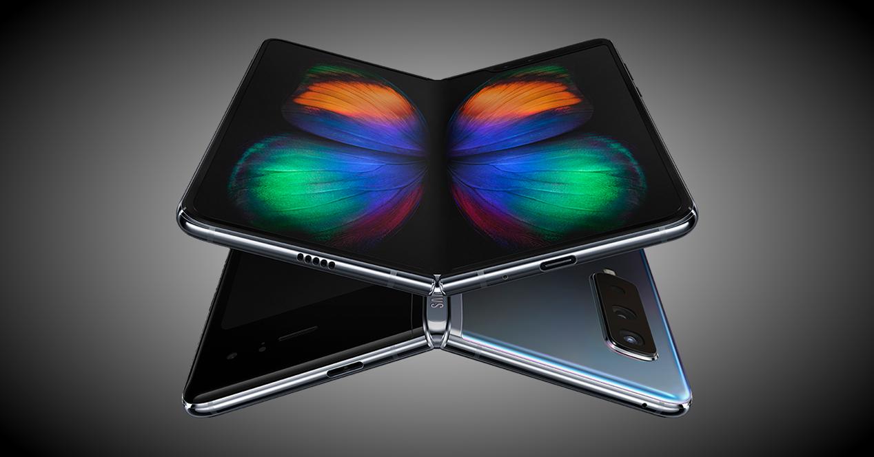 Samsung Galaxy Fold frontal y trasera