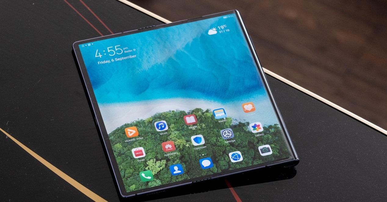 Huawei Mate X en mesa