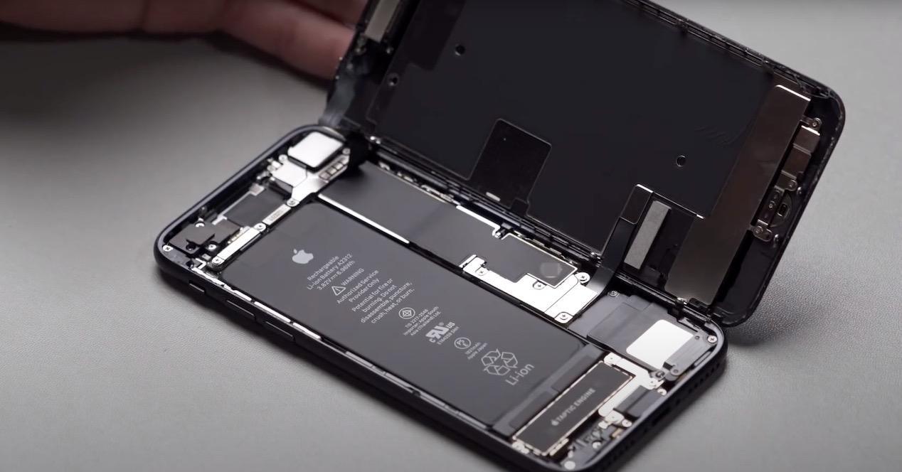 iPhone SE 2020 teardown 1