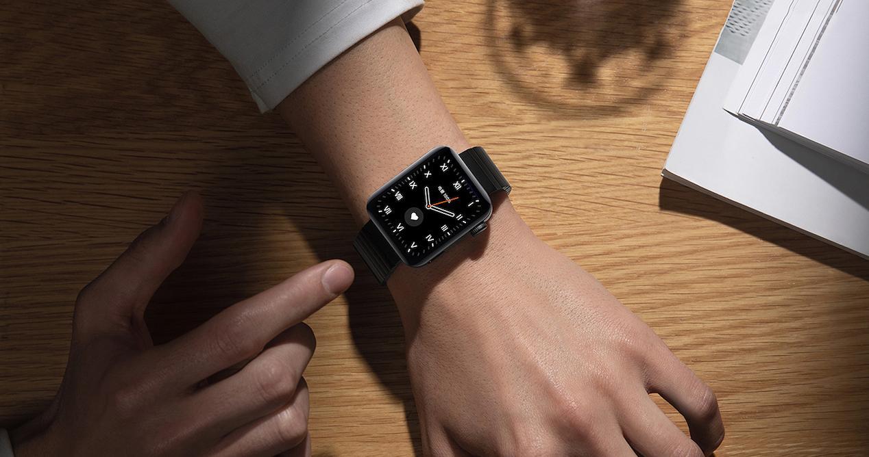 mi watch en muñeca