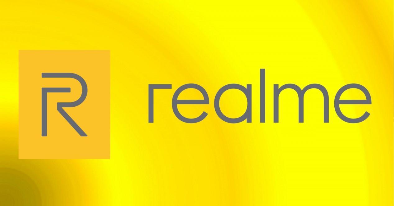realme logo con fondo amarillo