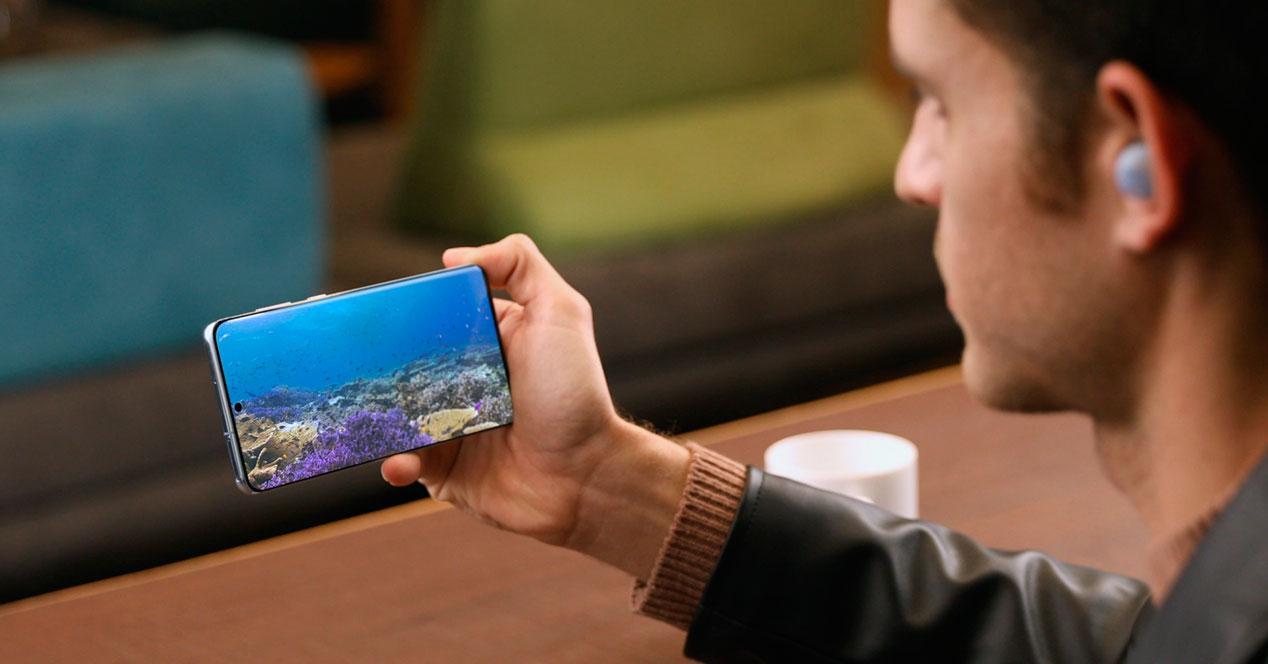 móviles pantalla perforada
