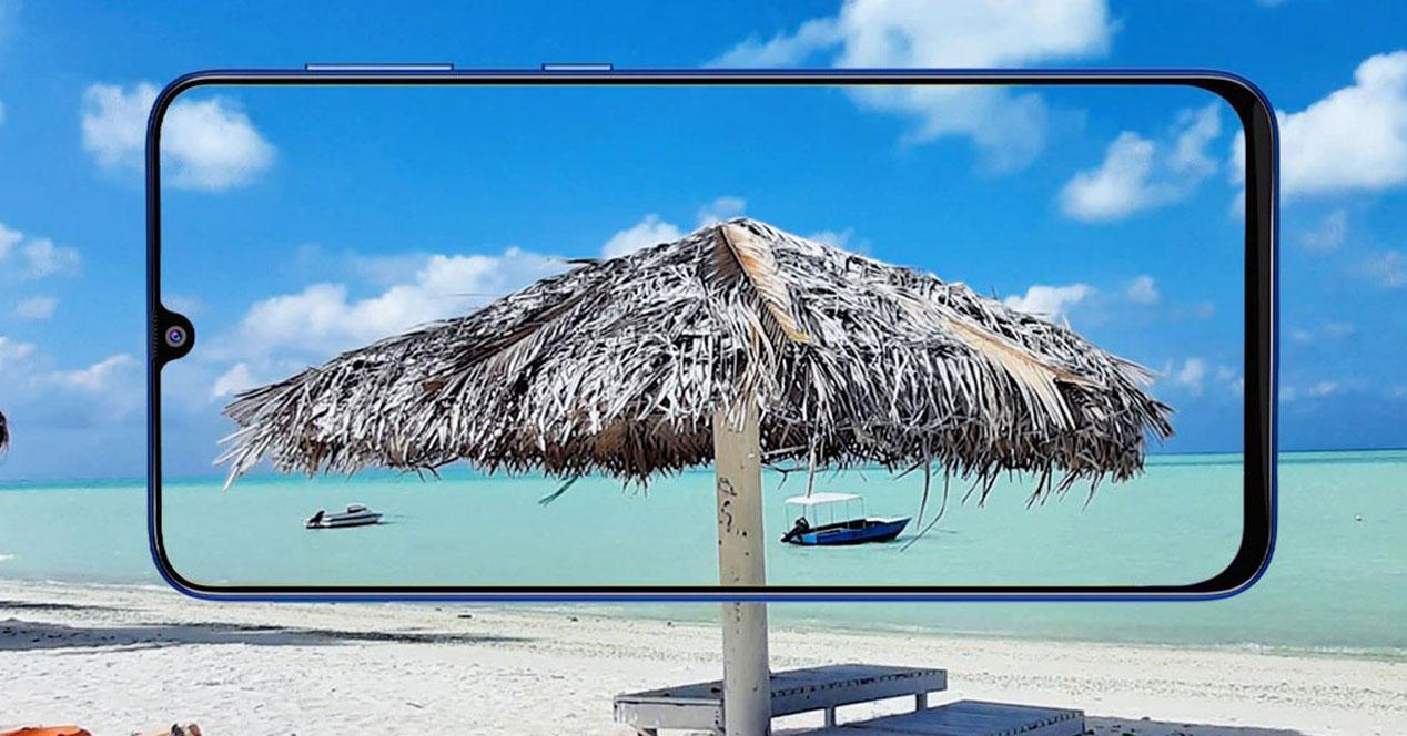 Imagen Samsung Galaxy M31 con fondo playa