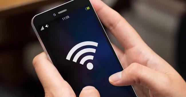movil wifi en mano