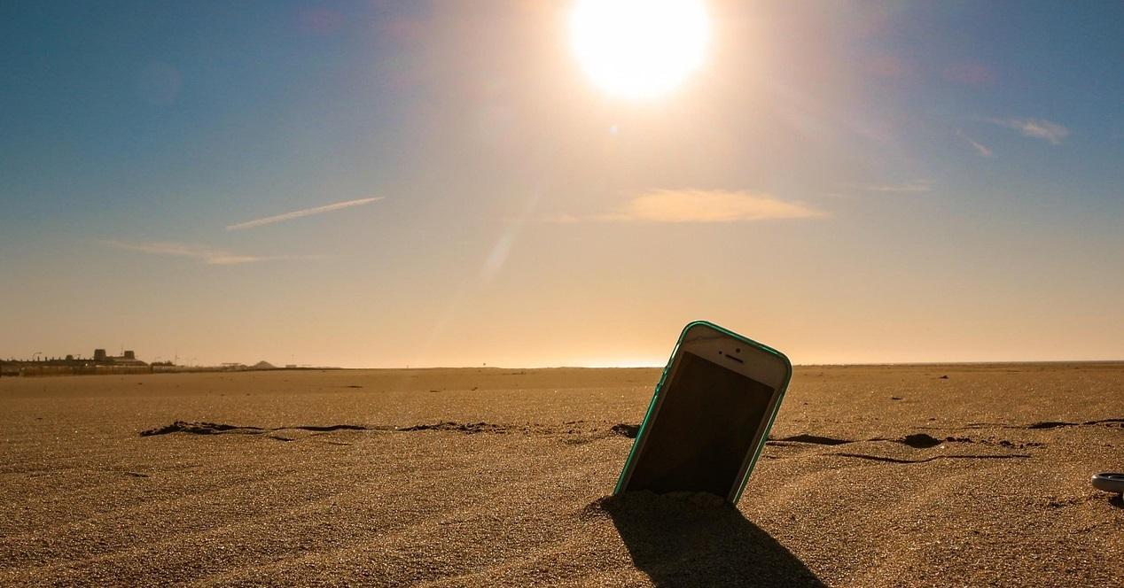 movil clavado en la arena