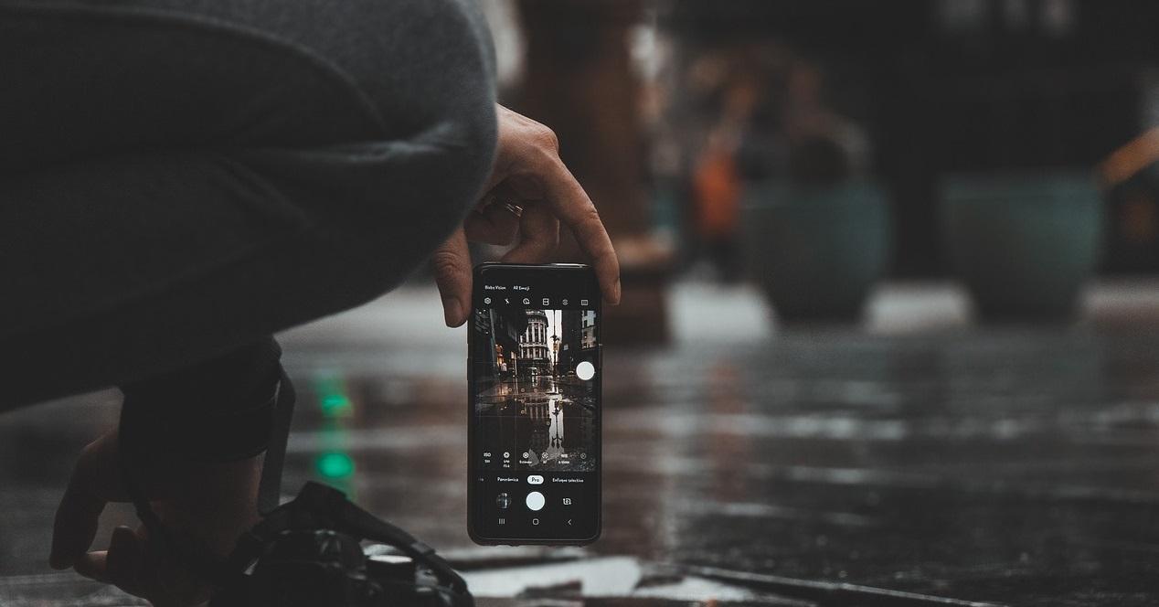 móvil en la calle