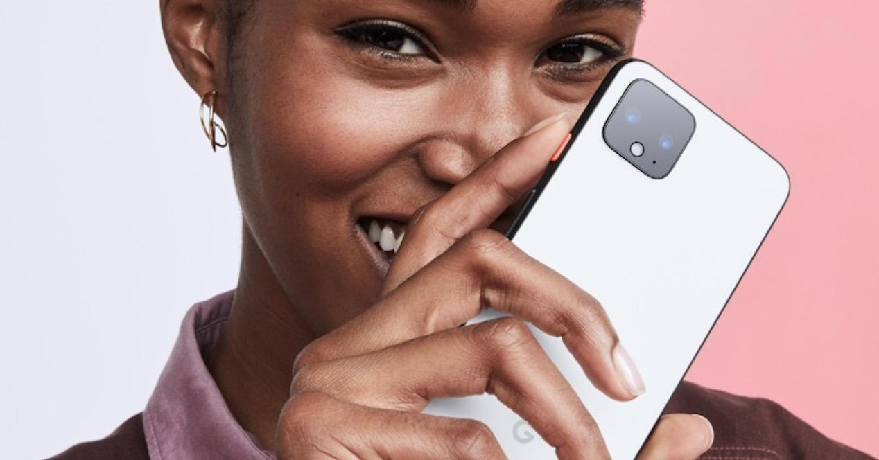 pixel 4 en mano