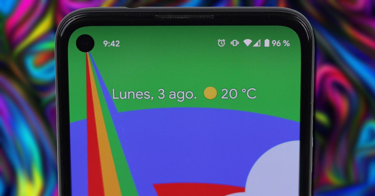 Google Pixel 4a con fondo colores