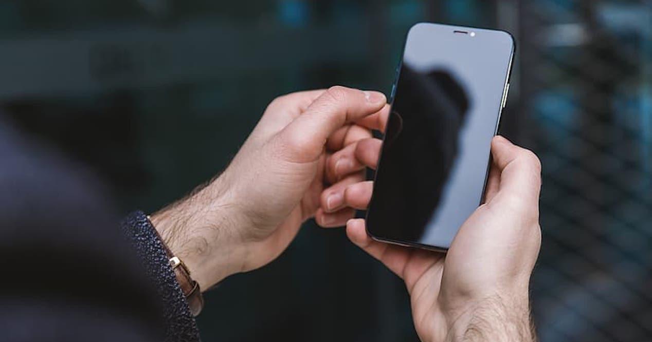 pantalla movil oscura