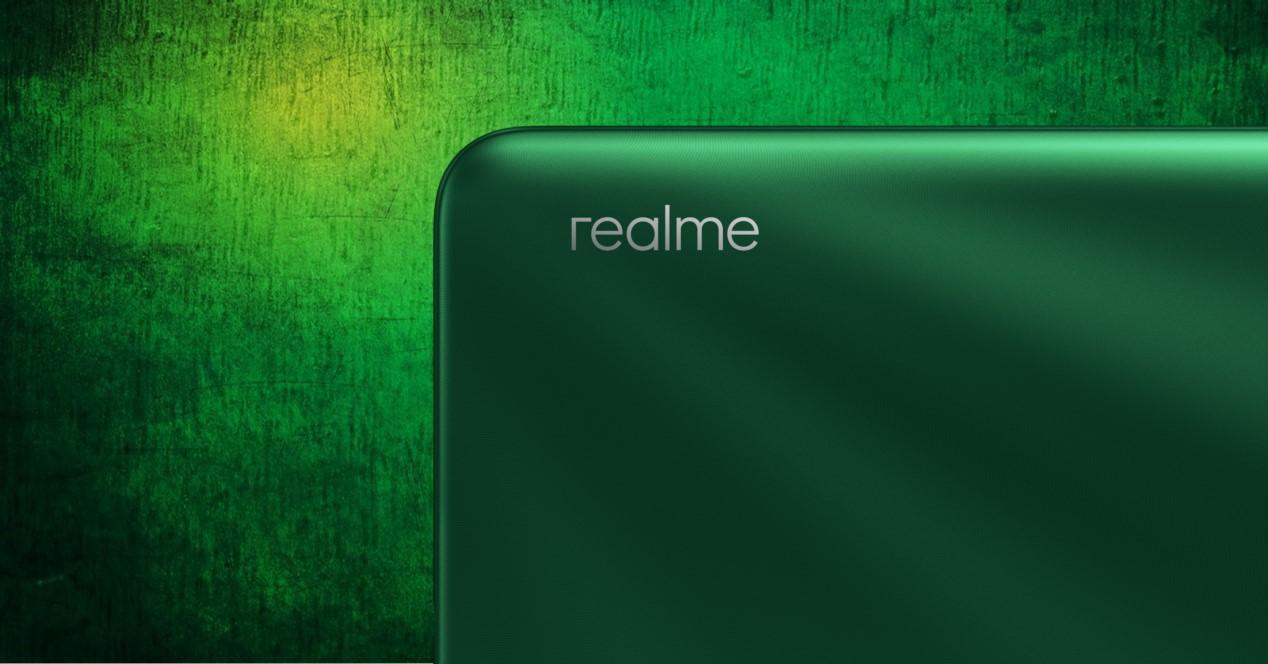 realme movil y fondo verde