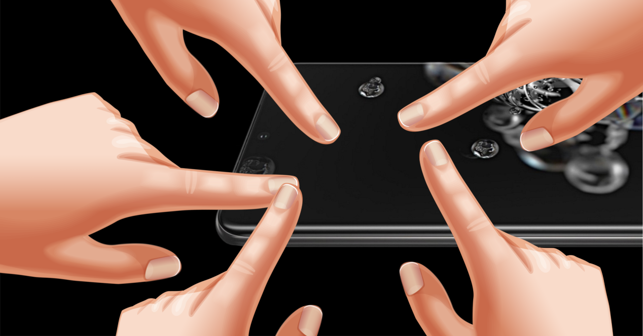 movil samsung y pantalla llena de dedos