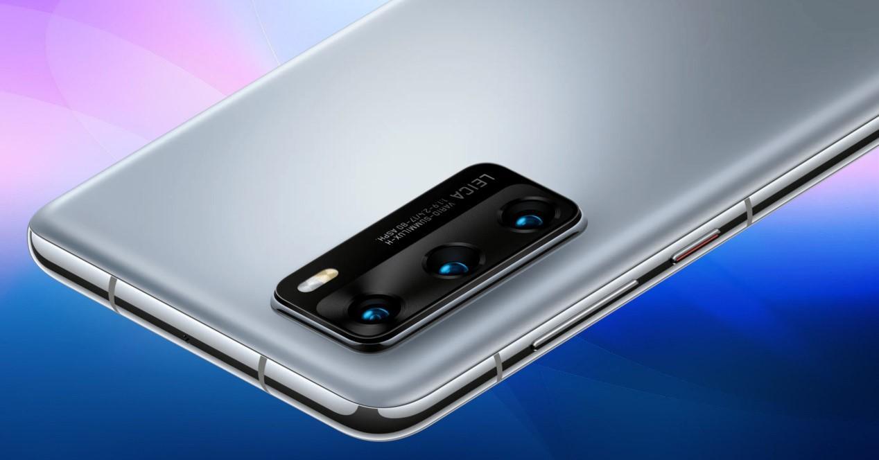 Huawei P40 y fondo azul
