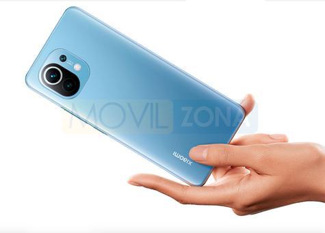 Xiaomi Mi 11 en mano