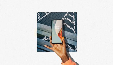 OnePlus Nord N100 en mano