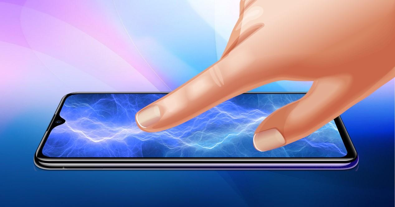 dedo en pantalla