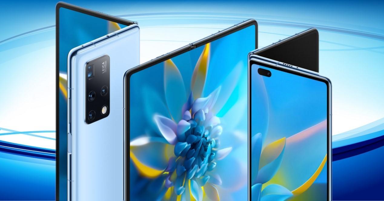 Huawei Mate X2 y fondo azul