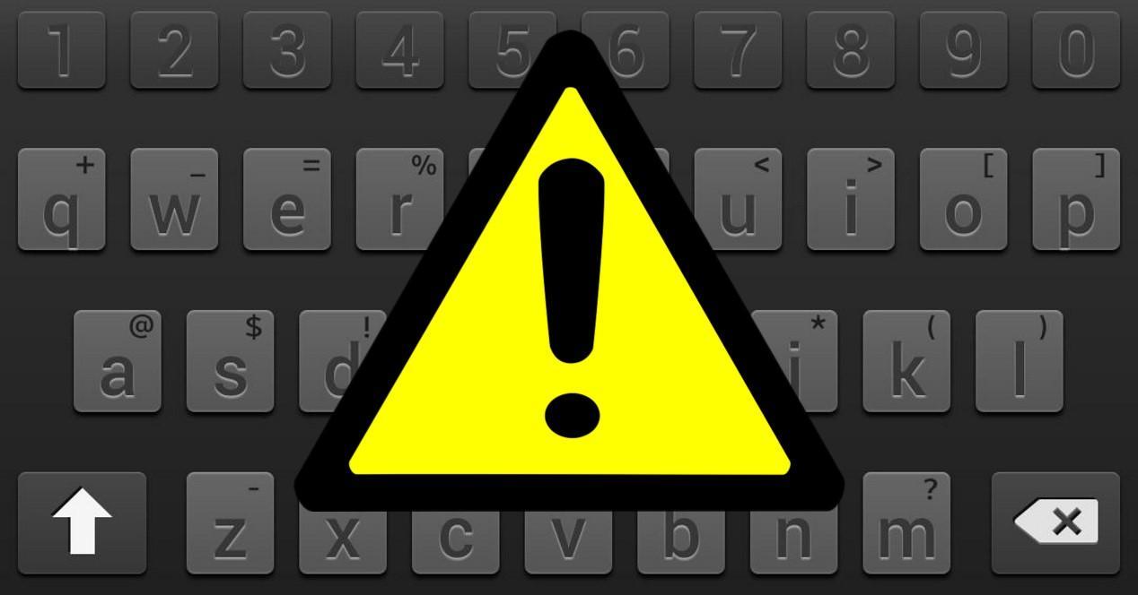 teclado y triángulo de problemas