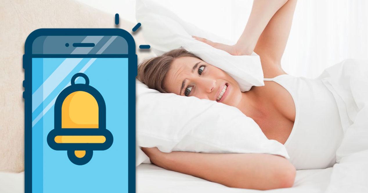 alarma movil mujer durmiendo