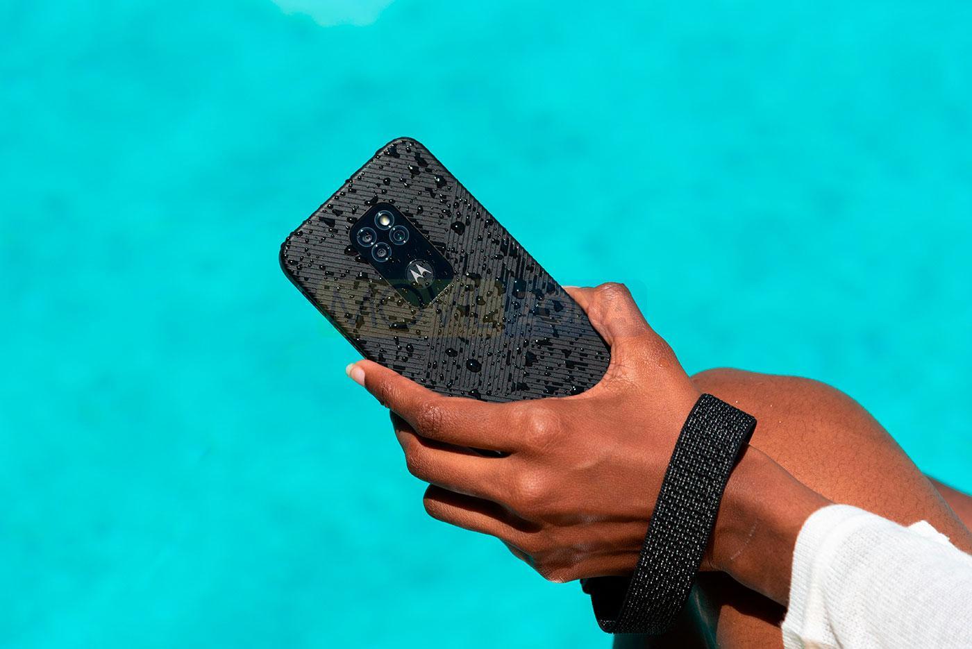 Motorola Defy en mano