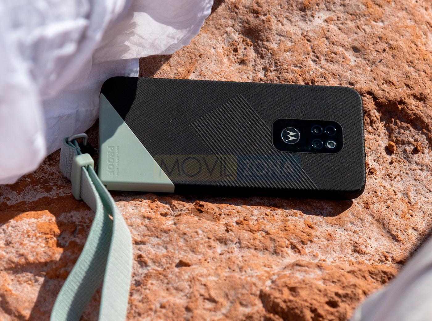 Motorola Defy en suelo
