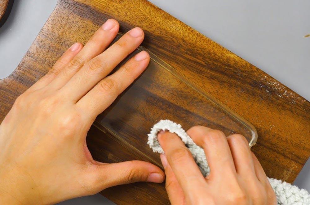 Limpiar funda transparente amarilla